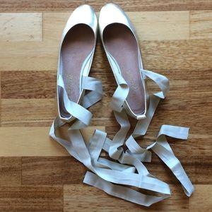 🍃💕NIB Free People Gold Leather Wrap Ballet Flat